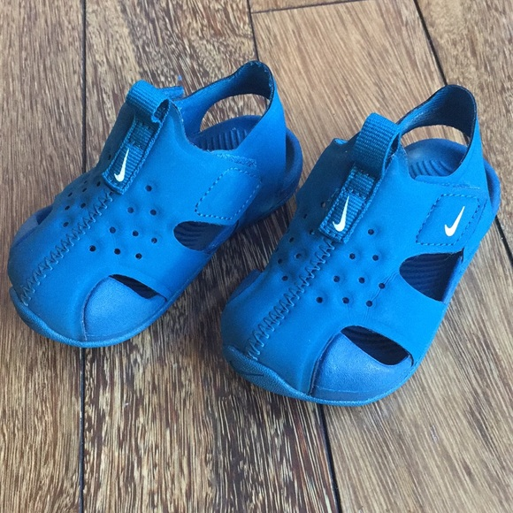 dae276417685 Nike Sunray Protect water shoes Sz 4. M 5c77fa6fd6dc52eaba15b614